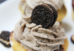 Peanut Butter Oreo & Cream Cupcakes - Bitz & Giggles
