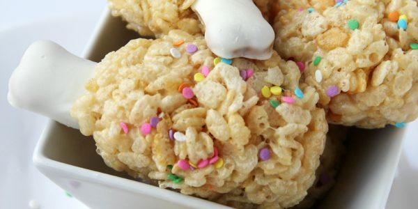 Turkey Leg Treats - A super fun Thanksgiving twist on rice krispie treats that will delight the kids.