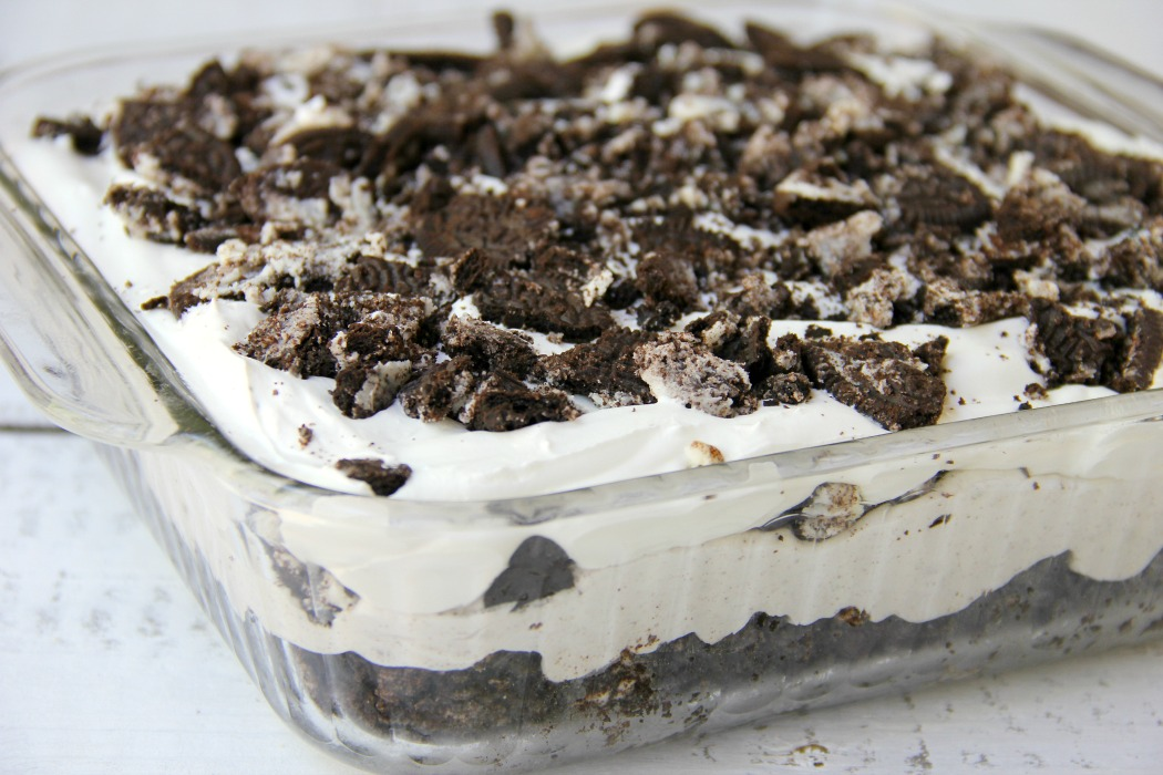 Cookies and Cream Oreo Dessert - For all the Oreo cookie lovers out there, this easy, no-bake dessert is sure to make it onto the family favorite dessert list!