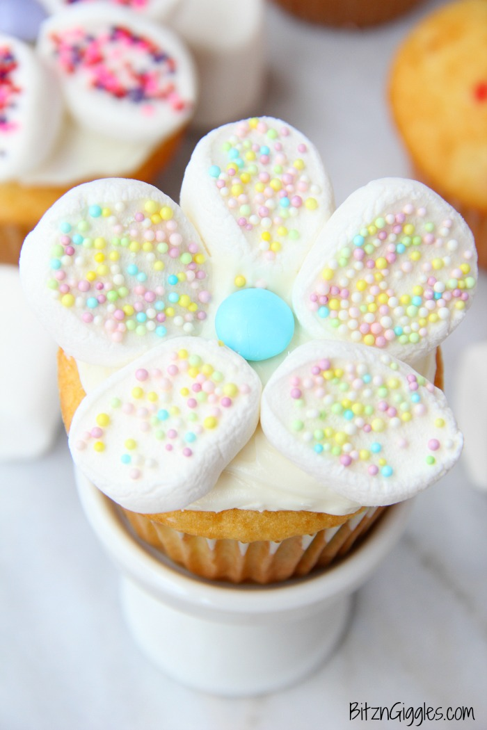 Marshmallow Flower Cupcakes - Funfetti cupcakes with sprinkled marshmallow flowers perfect for spring!