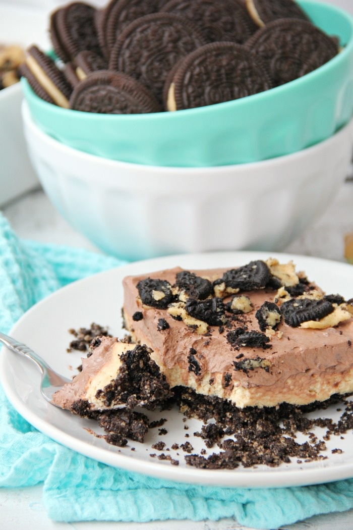 Peanut Butter Oreo Dessert - Fluffy layers of fudge and peanut butter on a Oreo peanut butter cookie crust!