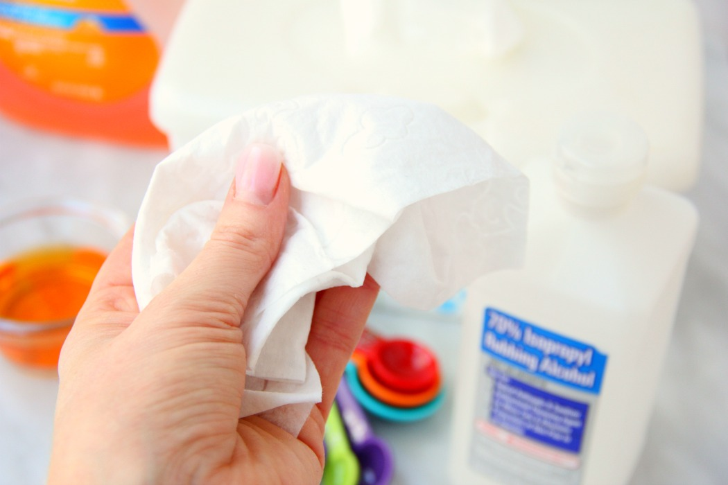 Homemade Disinfecting Wipes - If you love Clorox Disinfecting Wipes, you're going to