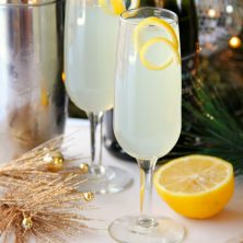 French 75 Champagne Cocktail - An elegant champagne cocktail with history that dates back to WWI. A perfect drink for parties and celebrations, especially New Year's Eve!