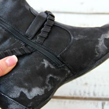 How to Remove Salt From Shoes - Step-by-step process on how to remove salt stains from your shoes using two simple ingredients!