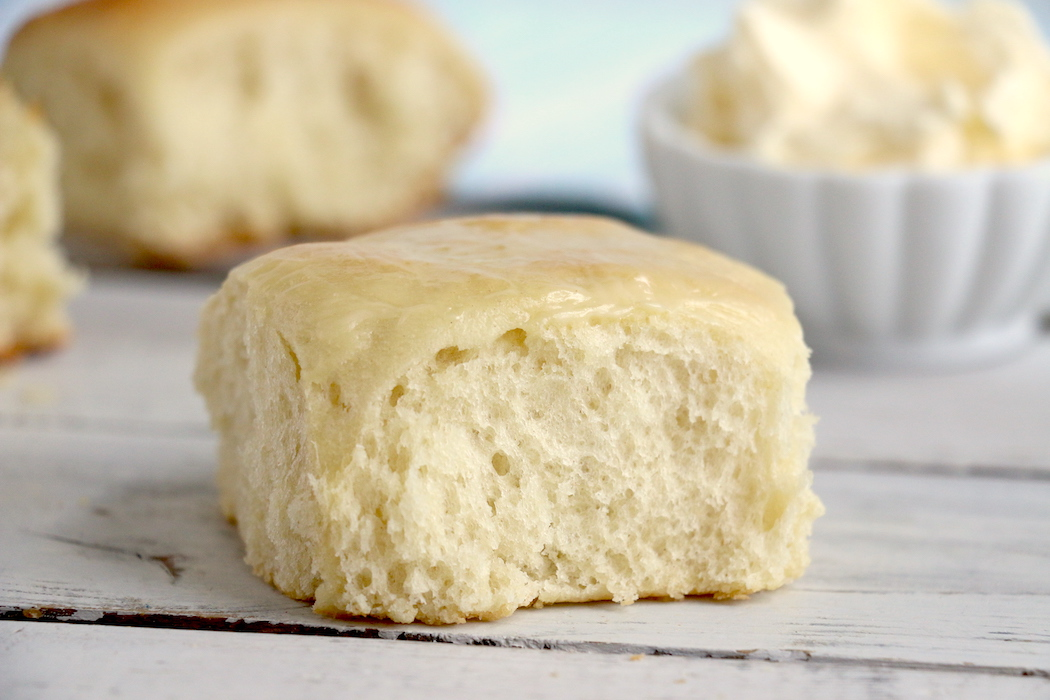 Easy Dinner Rolls - Delicious, freshly baked dinner rolls that come together easily for a holiday celebration or no-fuss weeknight meal!