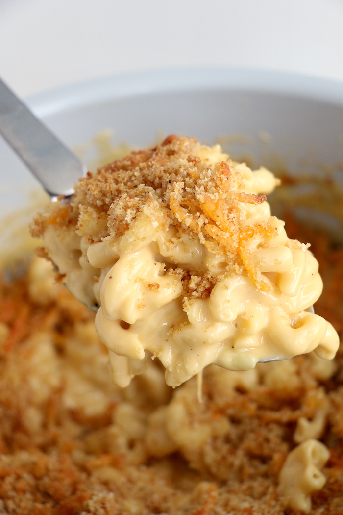 Spoonful of mac and cheese from the Ninja Foodi