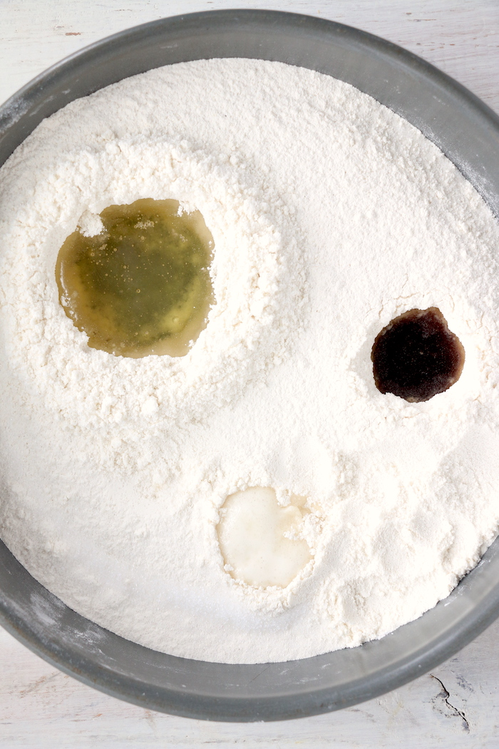 flour with vegetable oil, vanilla and vinegar